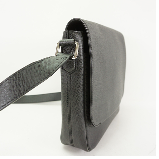 Auth Louis Vuitton Shoulder Bag Taiga Roman PM M30619 Black  c276cd4f4c477