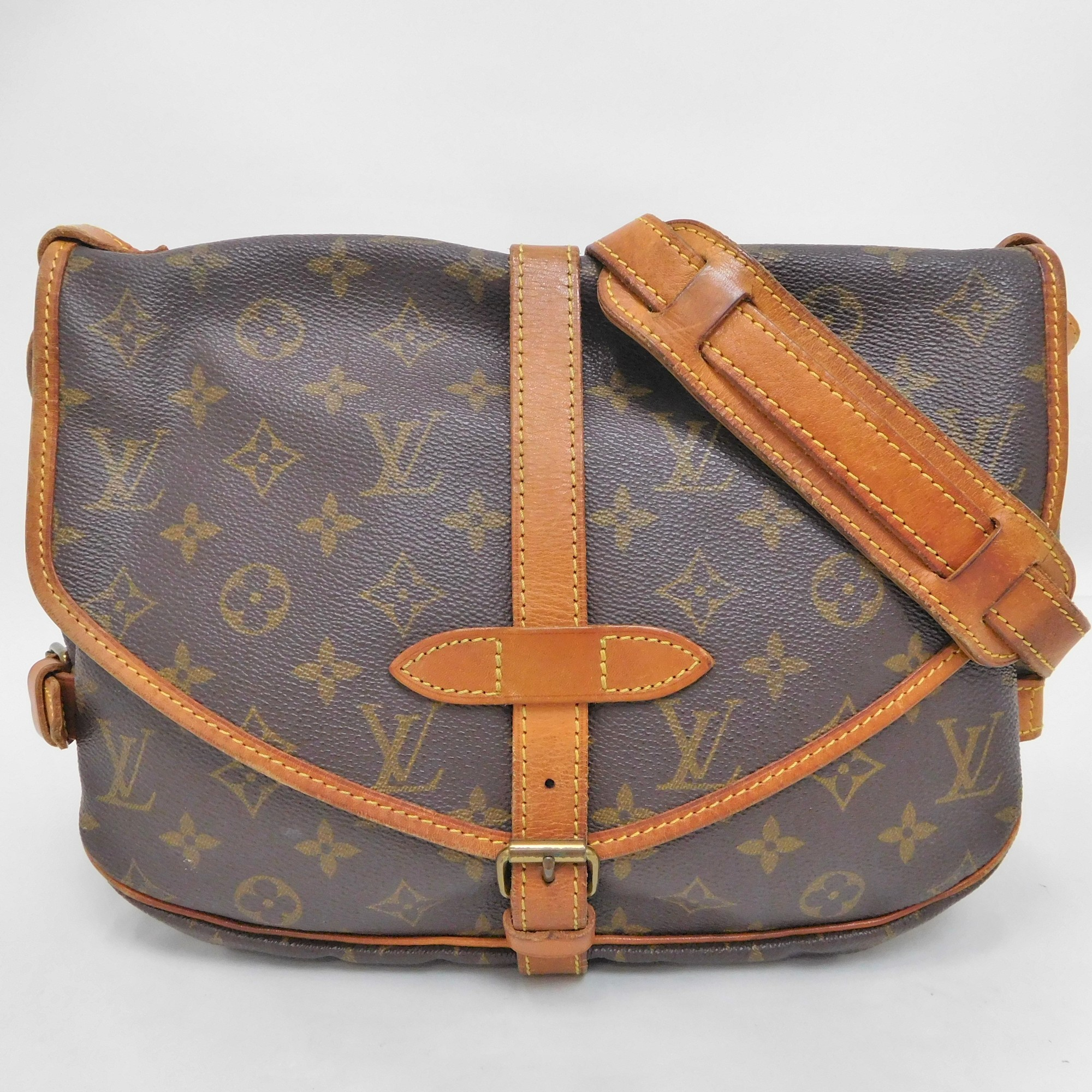 cb9780477f08 Auth Louis Vuitton Monogram Saumur 30 Messenger Bag