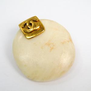 シャネル(Chanel) ココ ストーン メタル ブローチ ゴールド,アイボリー