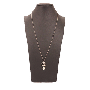Chanel ココマーク フェイクパール メッキ Women's Pendant Necklace (Silver)