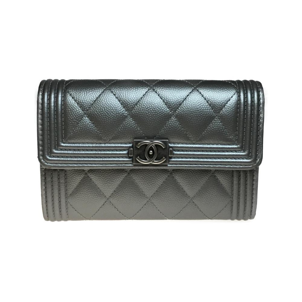 purchase cheap bf2ed e16bd シャネル(Chanel) ボーイ・シャネル A80291 レザー 財布(二つ折り) シルバー | eLady.com