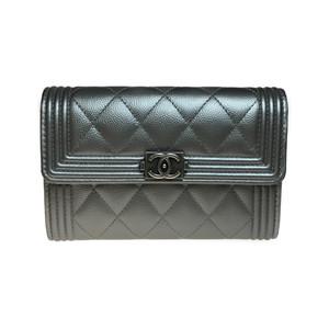 シャネル(Chanel) ボーイ・シャネル A80291 ラムスキン レザー 財布(二つ折り) シルバー