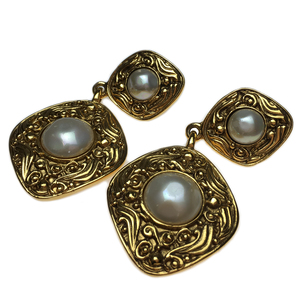 Auth Chanel Pearl Clip Earrings Gold