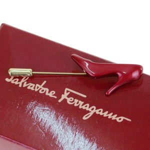 フェラガモ(Ferragamo) ハイヒール型 メタル ピンブローチ レッド