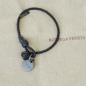 ボッテガ・ヴェネタ(Bottega Veneta) イントレチャート S レザー チャームブレスレット ブラック
