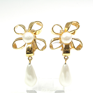 Chanel CHANEL Ribbon Flower Pearl Earrings GP Fake Gold White