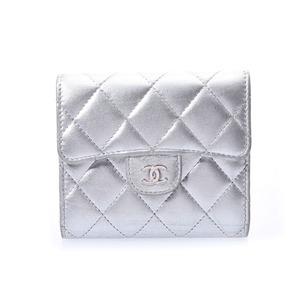 シャネル(Chanel) シャネル マトラッセ コンパクト三ツ折財布 シルバー レディース ラムスキン Bランク CHANEL 中古 銀蔵
