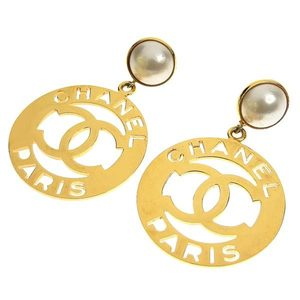 CHANEL Chanel Pearl Decacoco Circle Plate Earrings Gold Vintage
