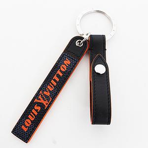 Louis vuitton porte clée belt tab m67776