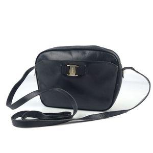Salvatore Ferragamo Made in Italy Ladies Vara Shoulder Bag Leather 鞄 Black