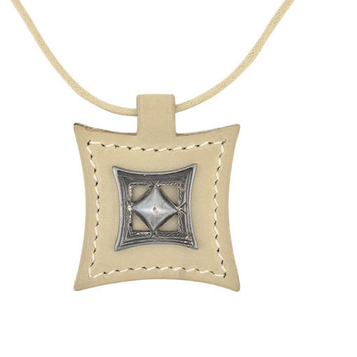 Hermes HERMES Tuareg Leather Choker Beige Silver (Smoke)