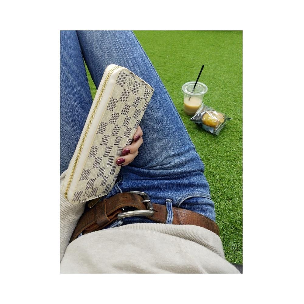 Louis Vuitton Louis Wallet Long Men's Ladies White / Damier Azur Zippy Round Zipper Saif Leather Chuck Simple Compact N60019