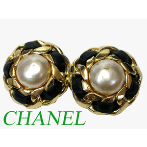 Chanel Gold Pearl Earrings Accessories 0576